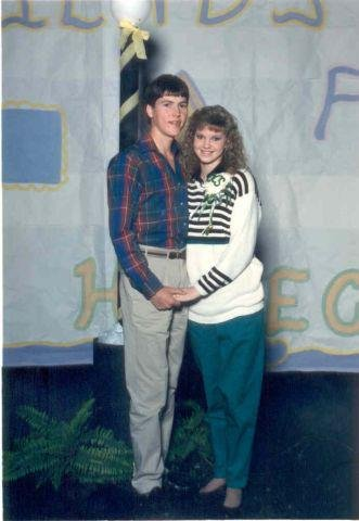 Here's a flashback photo from the '80s when Jase and Missy were