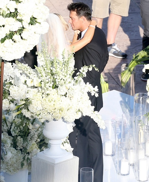joanna krupa wedding dress1
