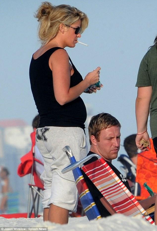Kim Zolciak Smoking While Pregnant