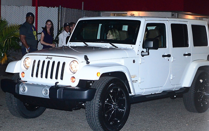 Khloe Kardashian Celebrates 30th Birthday Gets Jeep From