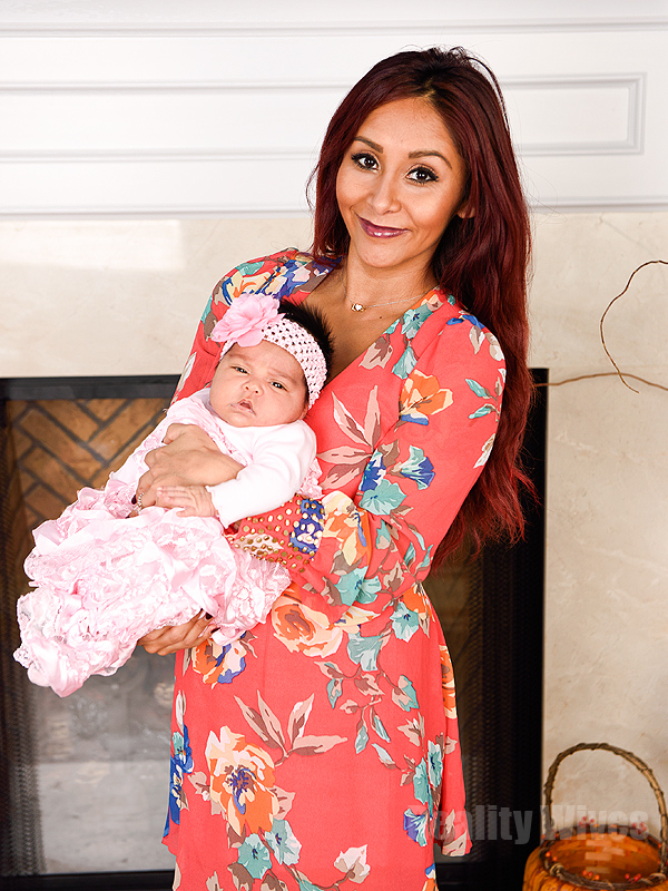 nicole �snooki� polizzi introduces daughter giovanna marie