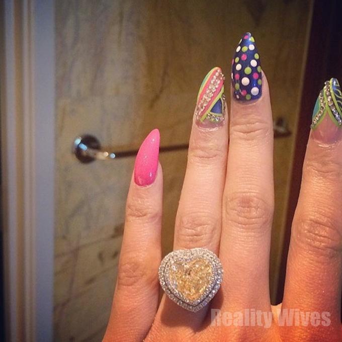 [PHOTOS] Nicki Minaj Engaged? Rapper Shares Massive 15