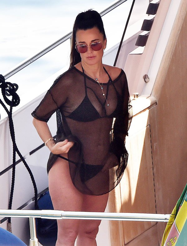 PHOTOS Kyle Richards Amp Husband Mauricio Umansky Vacation On The Italian Riviera