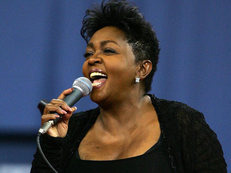 Anita-Baker-singing
