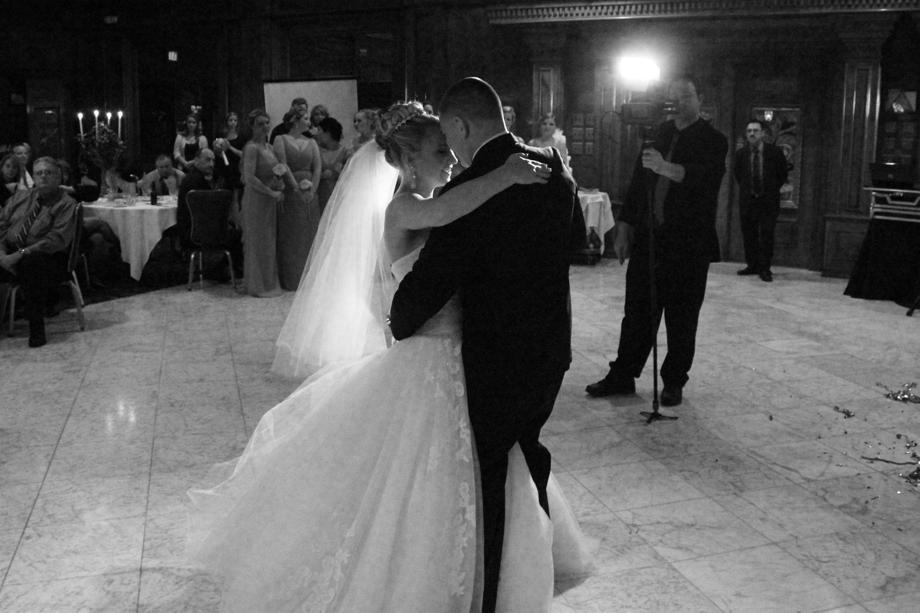 rose wedding-first dance