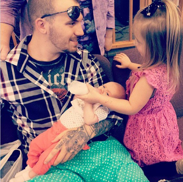 Adam Lind with his daughters; Aubree & Paislee.