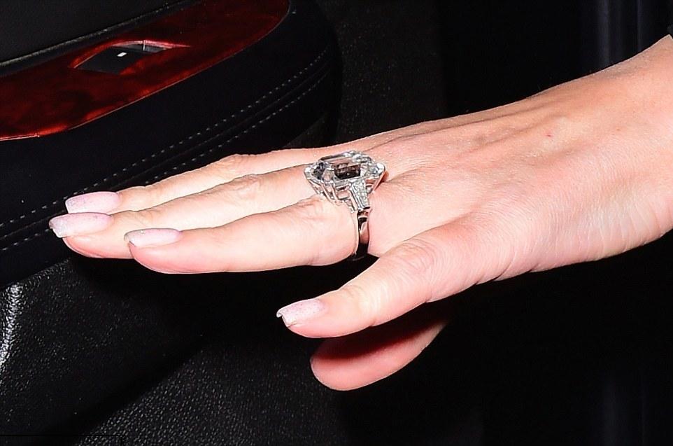 Mariah Carey_engagement ring-1