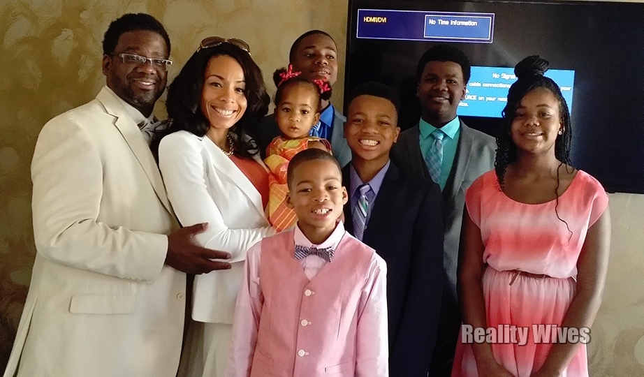 Courtney & Genise Shelton with their children