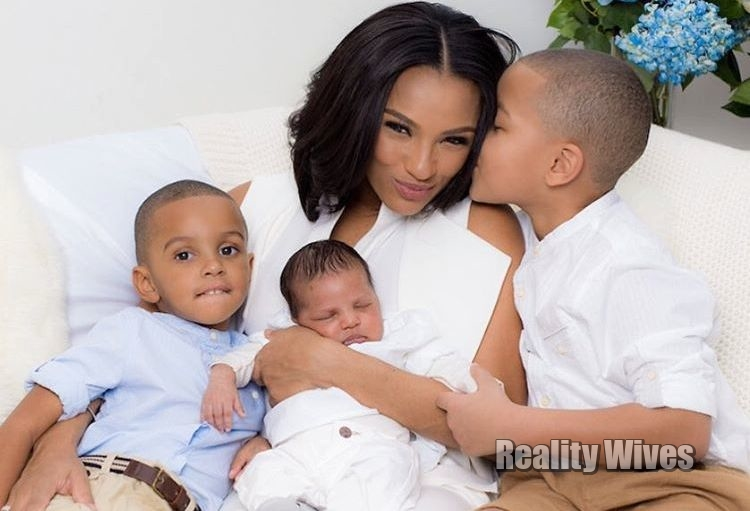 Tara Wallace & her sons with Peter Gunz