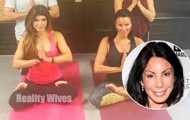Teresa Giudice-Danielle Staub-yoga-wd