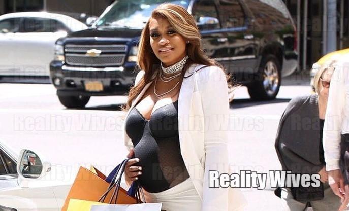 rashidah-ali-shopping-pregnant-RW